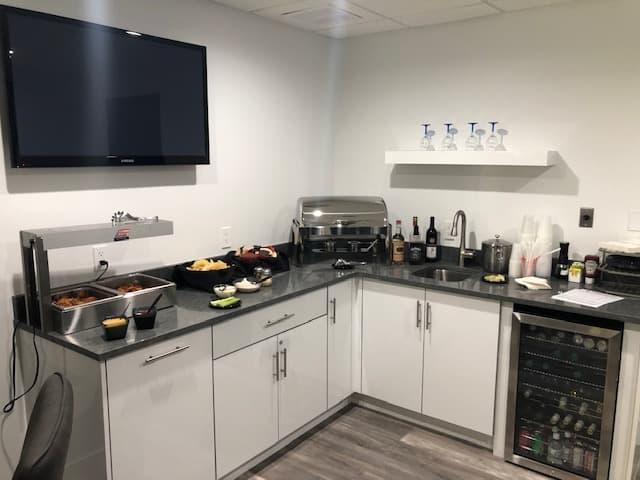 Hertz #1 Club Kitchen
